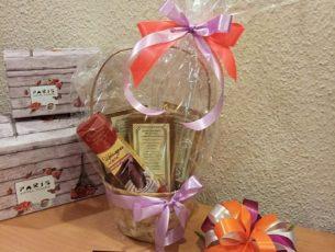 Подарочная корзина с кофе и шоколадной ложкой