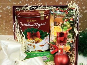 Подарок в коробке с чаем на Новый год